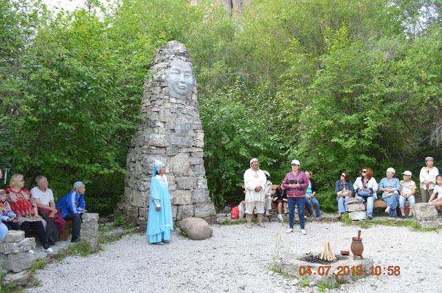 Священное место. Национальный обряд очищения перед подъемом на обзорную гору