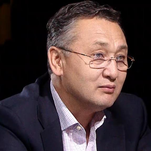 Алексей Иноземцев беседует с Таалатбеком Масадыковым